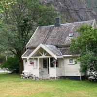 Aobrio Holidayhouse, old farmhouse close to Flåm, hotell på Lærdalsøyri