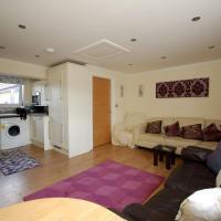 Broxbourne Two-Bedroom Apartment Close To Amenities