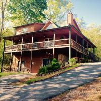 Georgia mountain bnb 5 Star, hotel in Young Harris