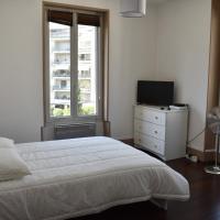 Lovely one-room apartment for 3 Hyper center near stationTram #L7
