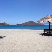 Puerto Silanguin Beach Camping Resort, hotel in Zambales