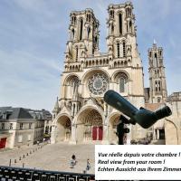 Logis du Parvis ***Face Cathédrale/in front of the Cathedral***, hôtel à Laon