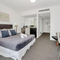 Privately owned Hotel Room by Cairns Marina 222, hotel in Cairns