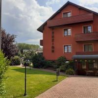 Penzion Aurooms, hotel in Zlatníky