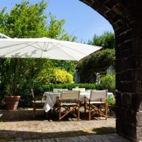 A large quiet house surrounded by the green, hotell i Ischia