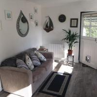 Knobbly Nook, whole property, gardens, parking, wifi, relaxing near Eden Project and coast