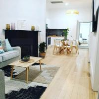 Boutique Beach House in the HEART of St. Kilda, hotel in St. Kilda, Melbourne