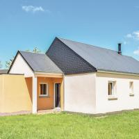 Three-Bedroom Holiday Home in Quettreville-sur-Sien.