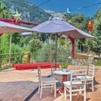 Three-Bedroom Holiday Home in Bunyola, hotel en Bunyola