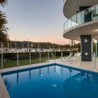 Pavillions 12 - Waterfront Spacious 4 Bedroom With Own Inground Pool And Golf Buggy, hotel near Hamilton Island Airport - HTI, Hamilton Island