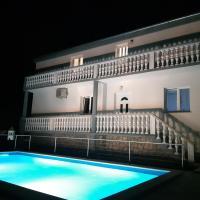 Pool apartment Leonardo