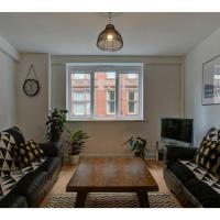 Delightful & spacious 3BD apt for 6, Central MCR!