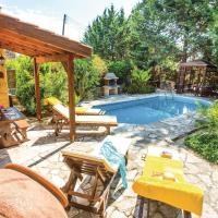 Three-Bedroom Holiday Home in Miliou Paphos, отель в городе Милиу