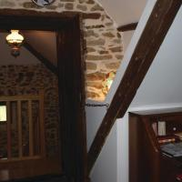 Awesome home in Treguier with WiFi and 5 Bedrooms, hotel in Tréguier