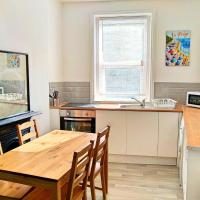 Newly Renovated 2 Bedrooms on Westcliff
