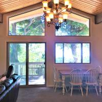 Escape to your Mountain Home,, hotel in Running Springs