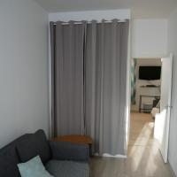 Modern 1 bedroom apartment near the metro.