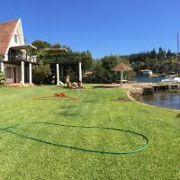 Espectacular casa orilla de lago, muelle propio