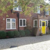 Hatsue Guest House, hotel in Camberley
