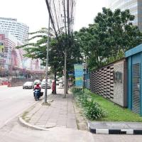ASTRO ApartmentCondo on main street Chaengwattana Road near Department Store
