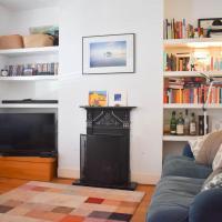 Cosy 1 Bedroom Modern Maisonette with Summertime Balcony