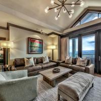 Must See Luxury Vacation Residence - Sleeps 10 Condo, hotel in Kingswood Estates