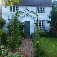 Period, characterful cottage of unique charm, hotel in Tenterden