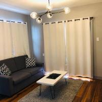 Le Zo Vacations - Spacious Modern Apartment with Patio