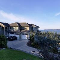 Redondo waterfront house with a private room, hotel in Federal Way