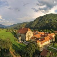 Yurt Village, hotel in Neuberg an der Mürz
