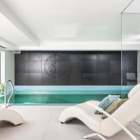 Exclusive Villa with Pool Gym Sauna Garden Garage