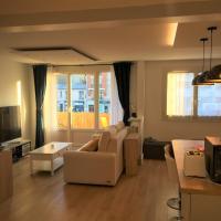 Chambre privée calme Netflix, WiFi, Jacuzzi inclus Appt 60m2 Enghien-Les-Bains Centre, hotel in Enghien-les-Bains