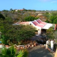 Art bnb - art, nature, adventure, away from tourism, among locals, many extras, hotel em Savaneta