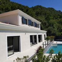 VILLA CONTEMPORAINE ENTRE NICE ET VILLEFRANCHE SUR MER, hotel in La Trinité