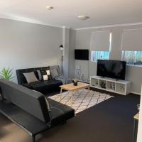 Cozy 3BR Townhouse in Liverpool CBD with parking