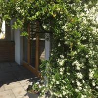 Swallows Rest Garden Apartment, hotel in Wicklow