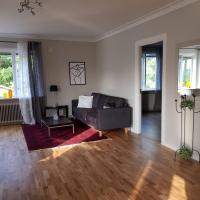 Lovely, spacious apartment with free parking, hotel in Sandviken