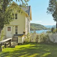 Three-Bedroom Holiday home in Skatvik, hotel in Seljesletta