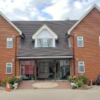 Stansted Airport Lodge, hotel in Takeley
