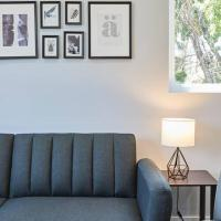 NoHo Modern 3 BR Home + Comfort & Retreat, hotel near Hollywood Burbank Airport - BUR, Los Angeles