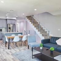 NoHo Retreat Getaway + Balcony & Modern Design, hotel near Hollywood Burbank Airport - BUR, Los Angeles
