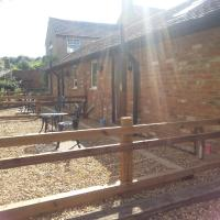 Upper Wood End Farm Holiday Lets, hotel in Marston Moretaine