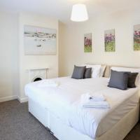 Free parking, Cosy House in the Center of Taunton! Sleeps 6 people!