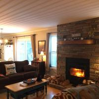 Best View Wonderland - Cozy Cabin on Pond in Deer Park, hotel em Salmonier Nature Park
