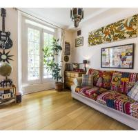 Colourful & Spacious Apartment with Private Terrace in Oval