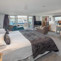 Houseboat Harbourside View