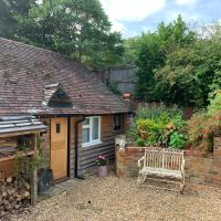 The Little Barn - Self Catering Holiday Accommodation, hotel in Hindhead