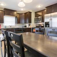 Fast Wifi, 8mi to Tinley Park Convention CTR, 4KTVs, Free parking, Sleeps 10