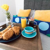Ideal Home Away in Bury, hotel in Bury