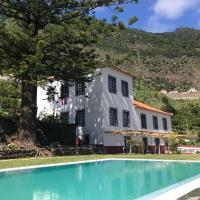 Casa Oliveira Esmeraldo - Guest Houses, hotel in São Vicente